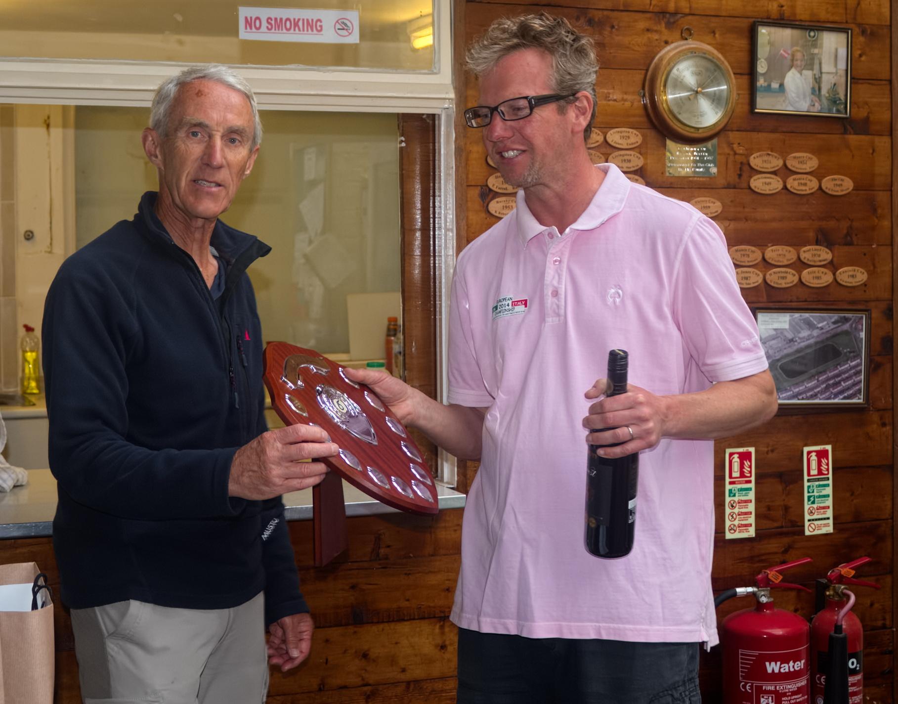 Race Officer Peter Baldwin presents Graham Elliott with the trophy